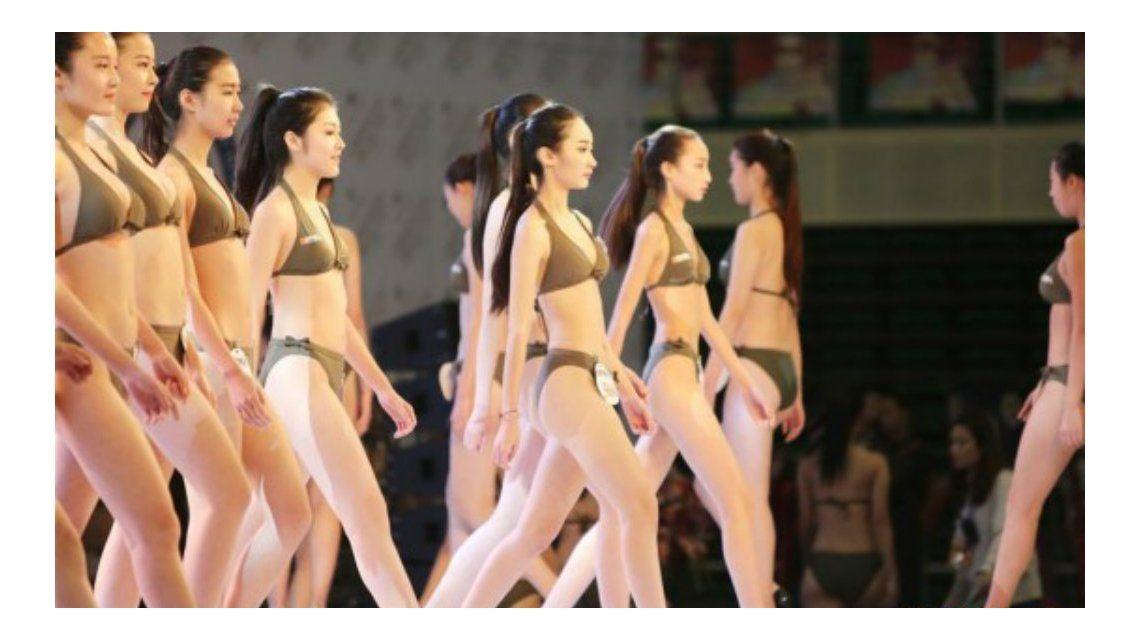 Polémico proceso de selección de azafatas en China: desfilan en bikini