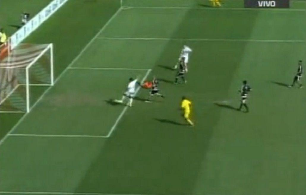 Mirá el increíble gol que se perdió un ex Boca en un partido a beneficio