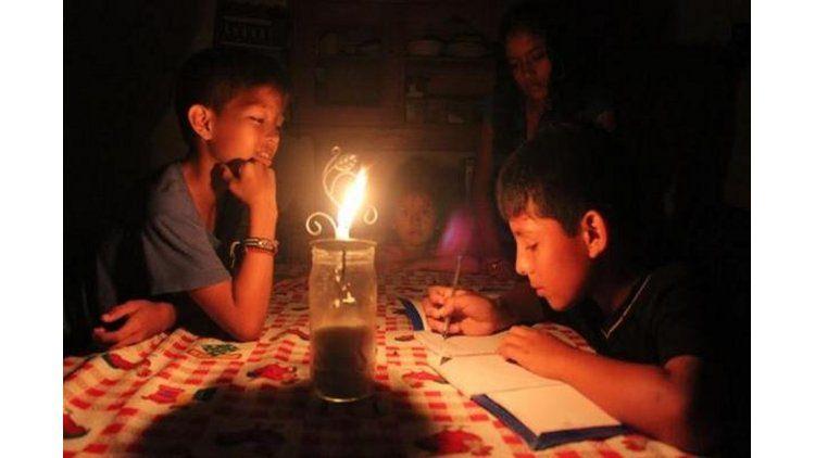 El gobierno incentiva el ahorro para reducir los cortes de luz