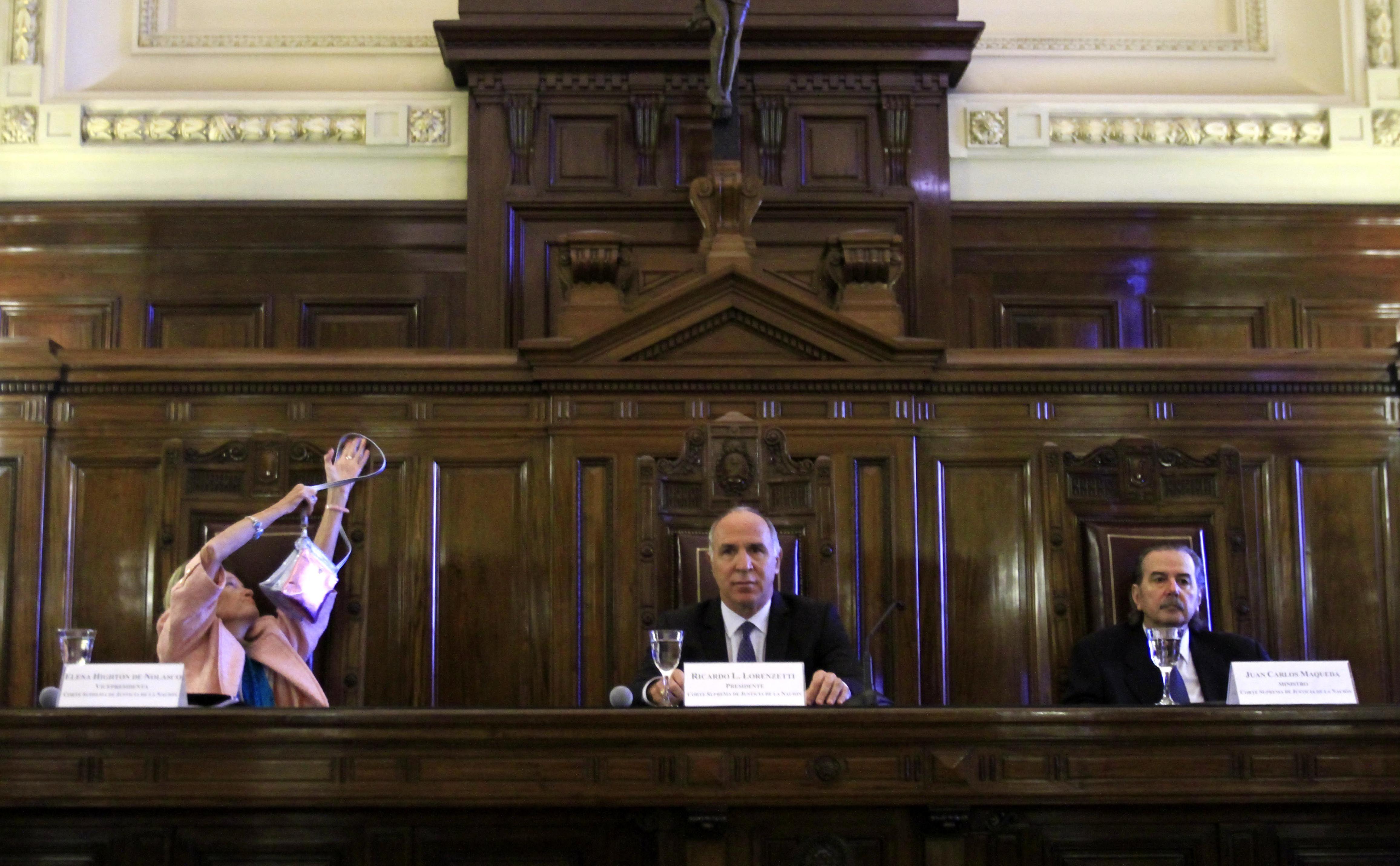 El Gobierno descarta por ahora ampliar la Corte