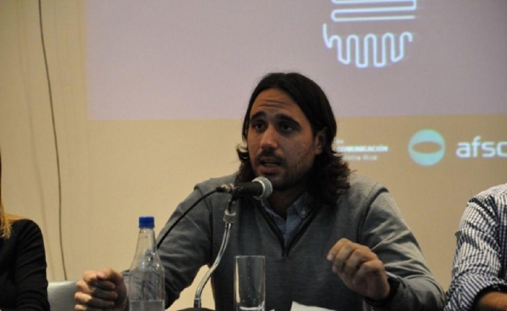 Rolandi, por Radio 10: Clarín tiene necesidad y urgencia de derogar la Ley de Medios