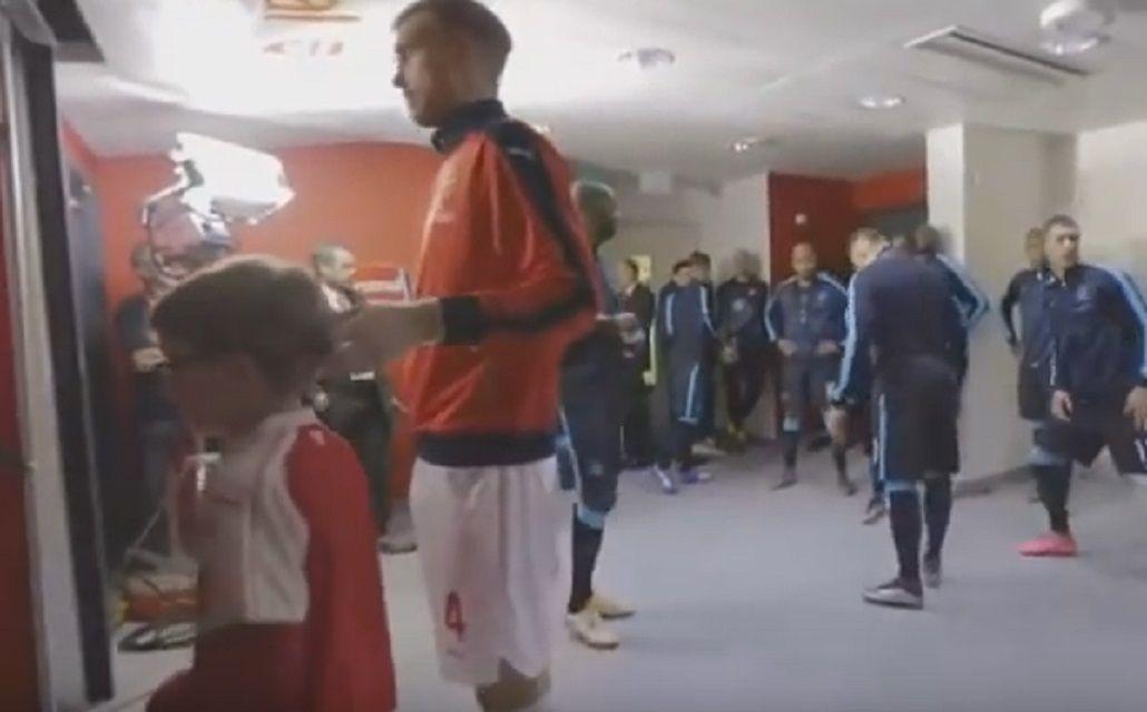 De no creer: en Inglaterra acusan a un jugador de pegarle un moco a un nene