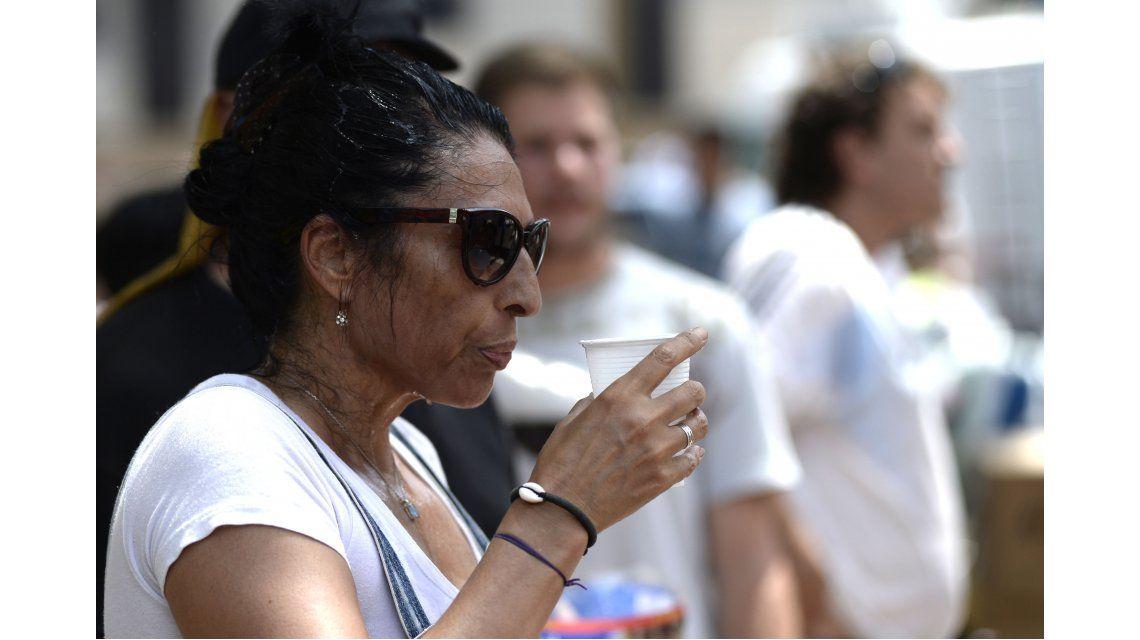 #PrimerosAuxilios: ¿cómo ayudar a una persona que está sufriendo un golpe de calor?