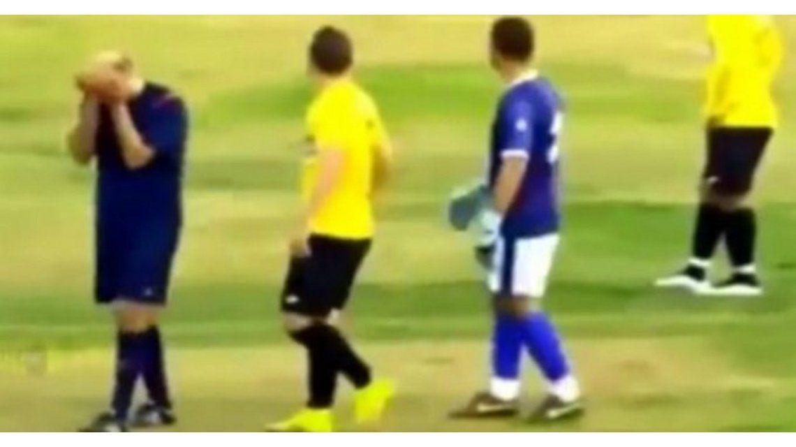 VIDEO: Un árbitro se puso a llorar por los insultos de los hinchas