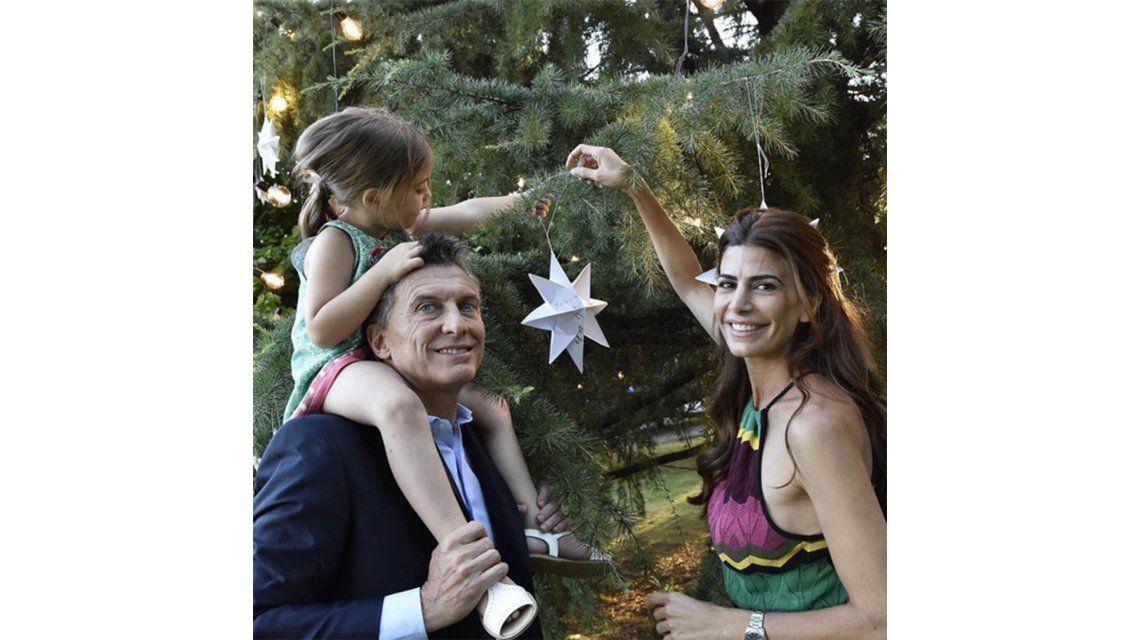 La foto de Macri con Antonia y Juliana Awada, a horas de la #Nochebuena