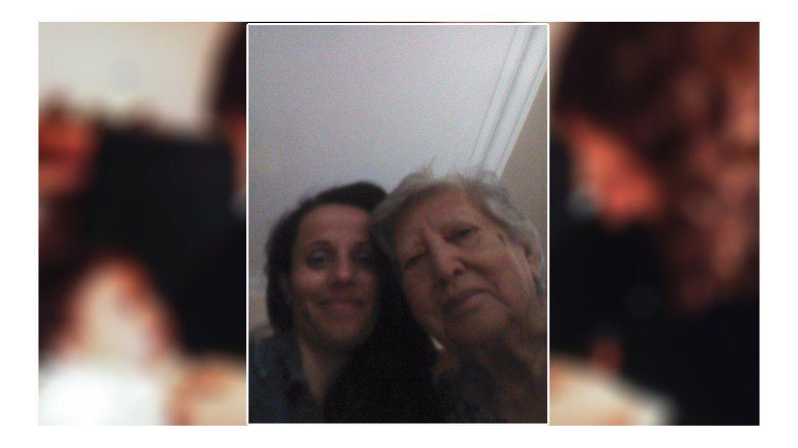 Un abrazo que esperó 39 años: primera foto entre Chicha Mariani y Clara Anahí