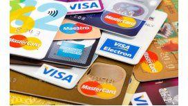 Límite a lo que cobran bancos por tarjetas