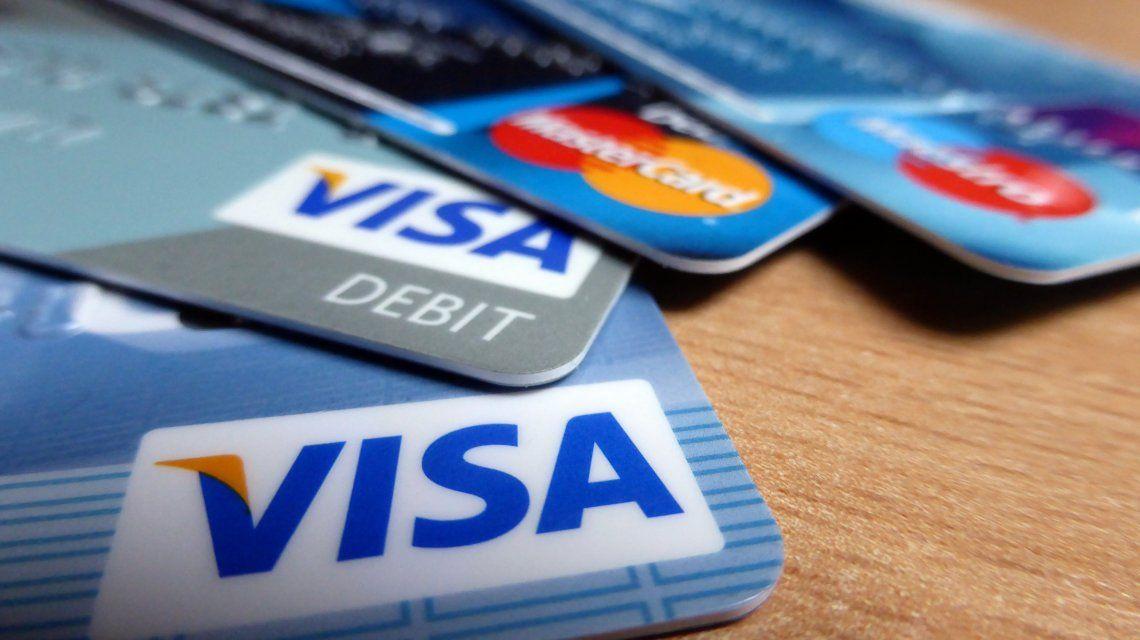 Buscan que los comercios diferencien entre el precio en efectivo y en cuotas