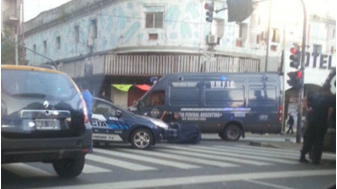 Una mujer murió tras el choque entre una moto y un colectivo en Balvanera