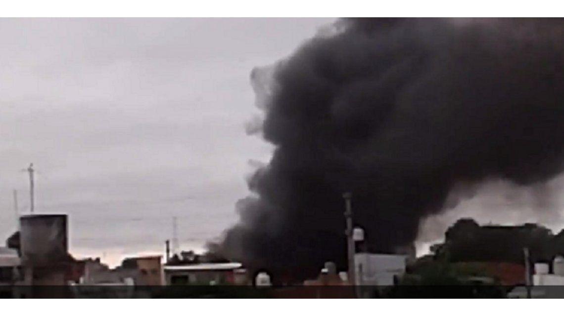 Se incendió una fábrica de esponjas en Lomas del Mirador