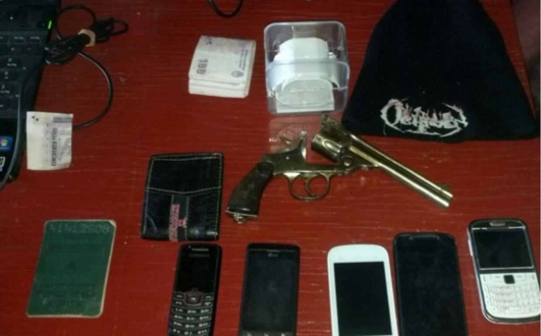 Los elementos encontrados por la Policía en el domicilio del sospechoso.