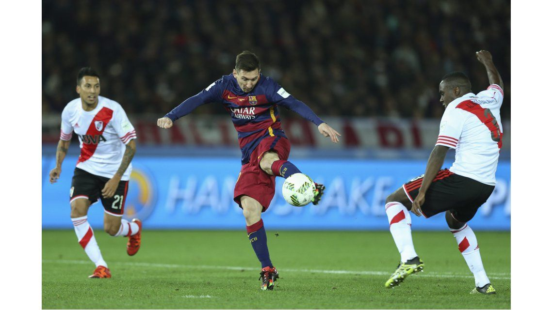 ¿Fue mano? Mirá el polémico gol de Messi para romper el cero en Japón