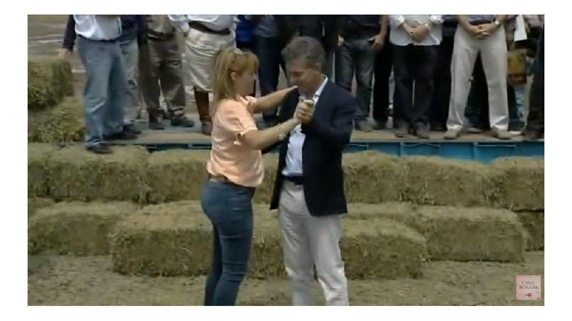 Fiel a su estilo: Macri visitó Corrientes y bailó chamamé