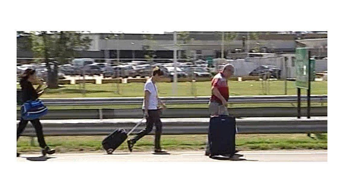 Caos en el acceso al aeropuerto de Ezeiza por un piquete