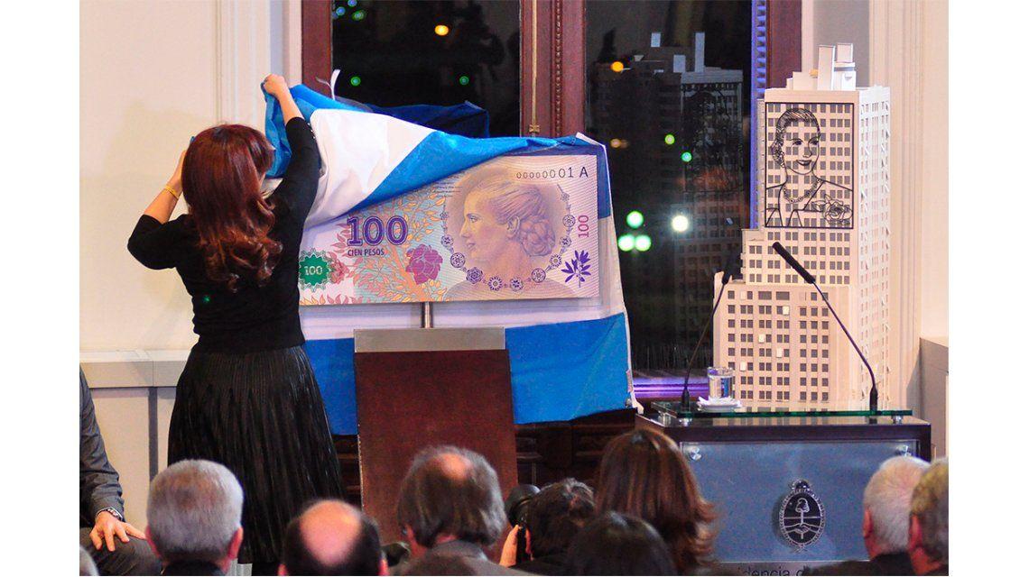 ¿Qué pasó con las réplicas del edificio del Ministerio de Desarrollo Social y del billete de Evita en Casa Rosada?