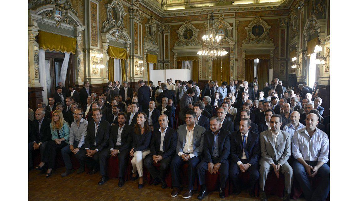Vidal se reunió con intendentes bonaerenses y les pidió trabajar en equipo