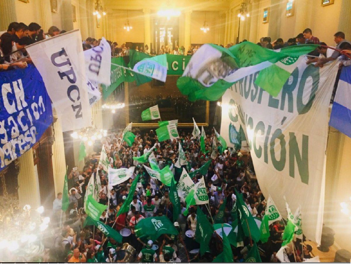Por el recorte de 1500 puestos, gremios tomaron el Congreso de la Nación
