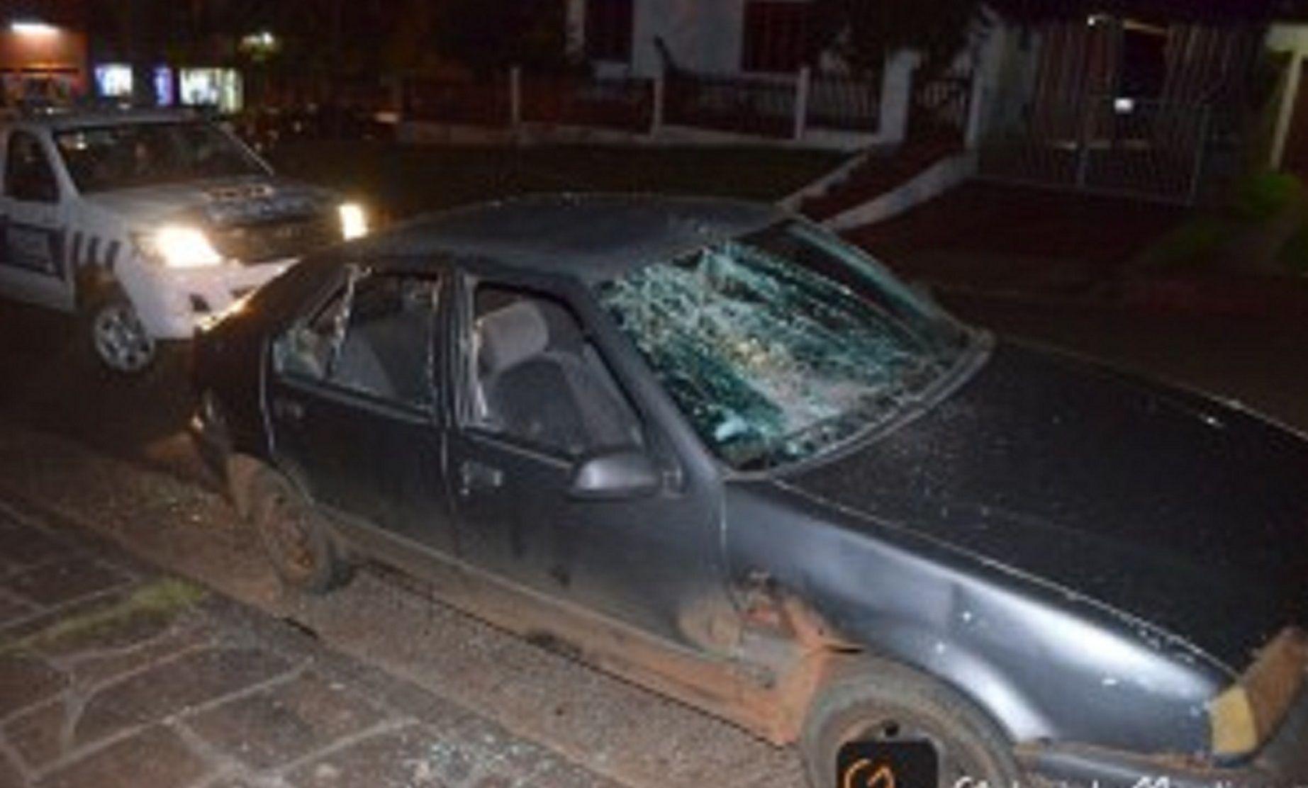 Destruyó el auto del profesor tras ser desaprobado