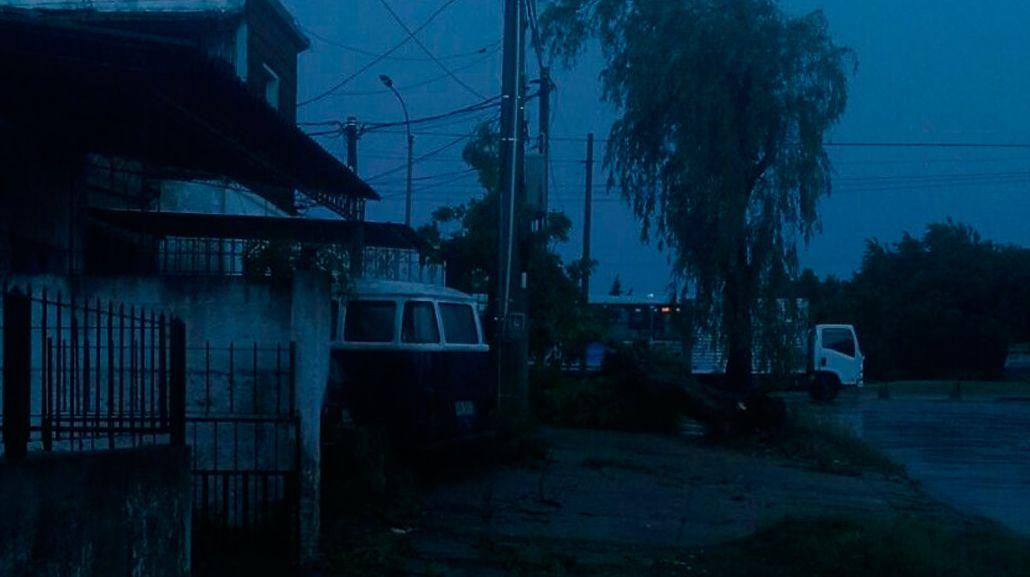 Un problema de tensión dejó a medio Uruguay sin luz