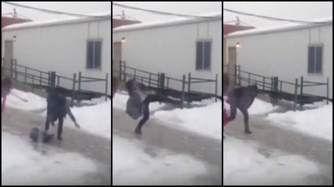 VIDEO: casi se mata por el piso congelado, pero zafó por poco