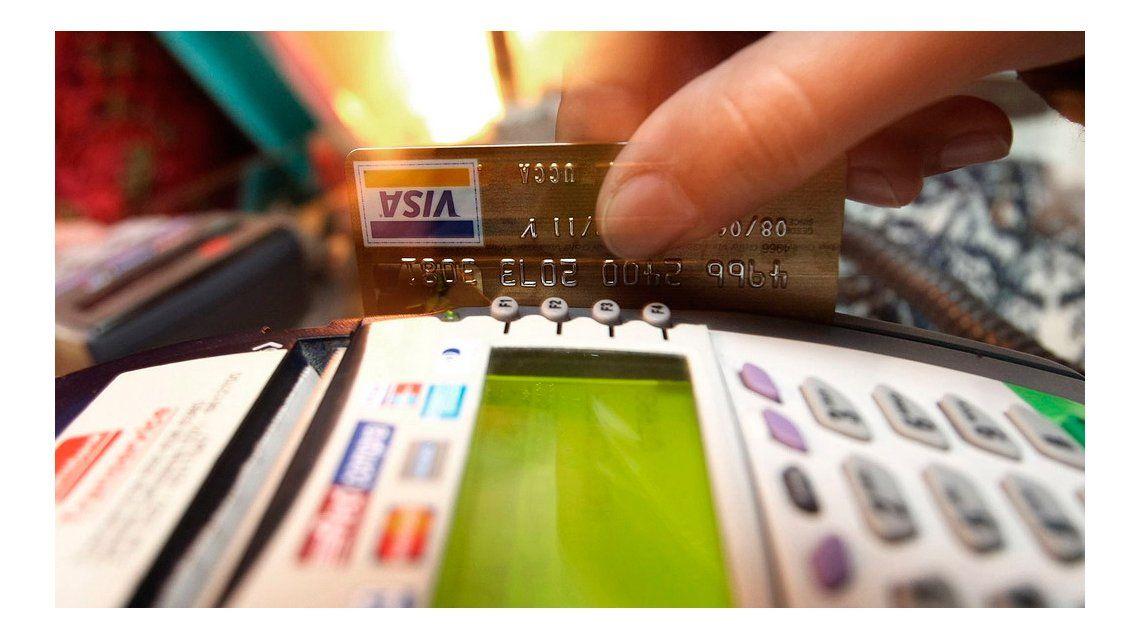 Prorrogaron la devolución de 5 puntos del IVA en compras con tarjeta de débito