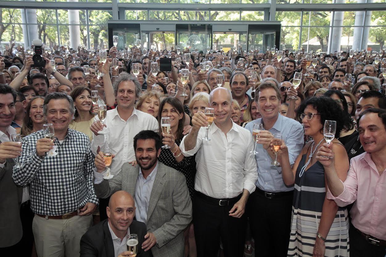 Después de asumir, Rodríguez Larreta compartió un brindis con empleados públicos