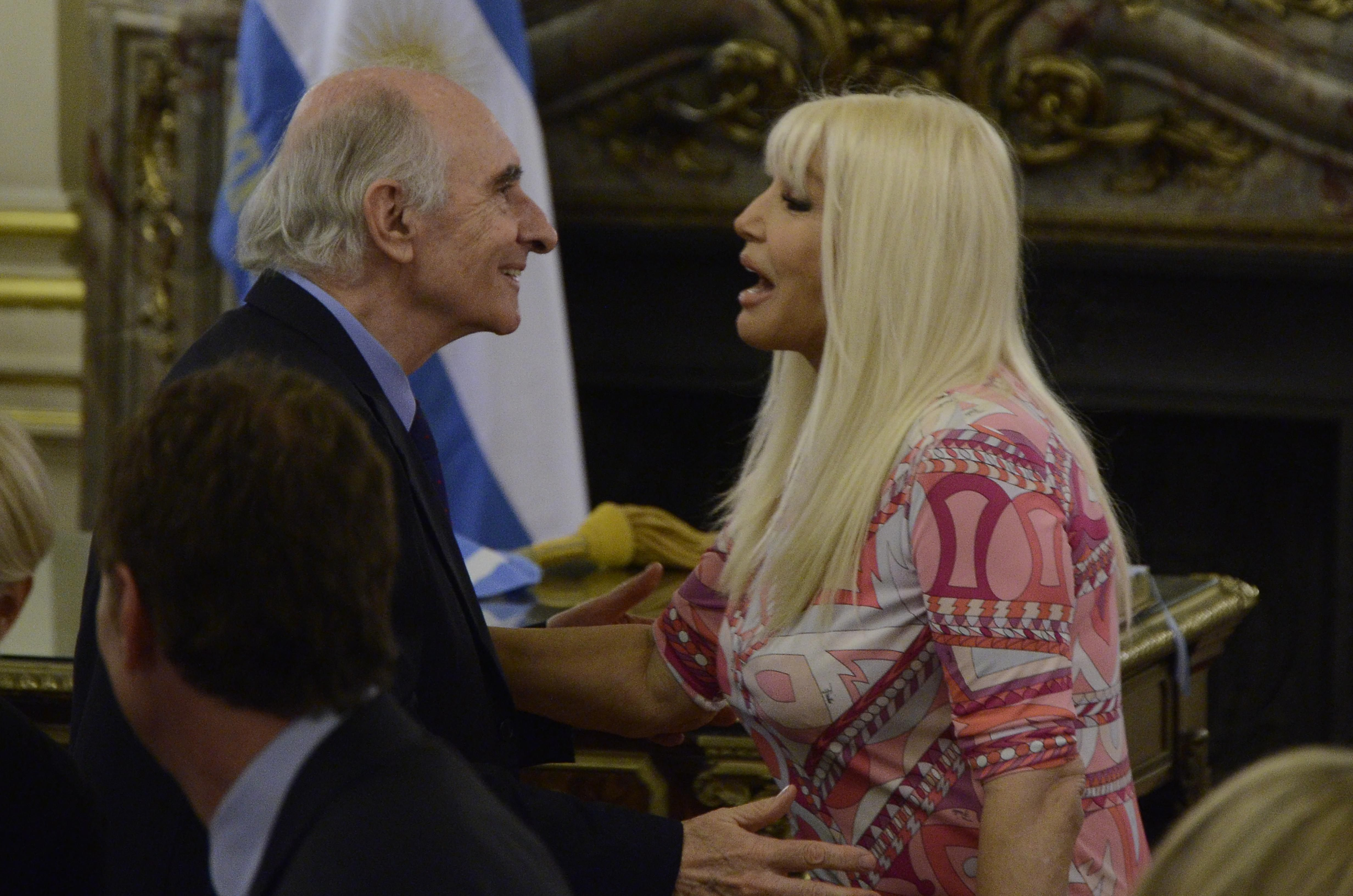 Mirá los divertidos memes del encuentro entre Susana Giménez y De la Rúa