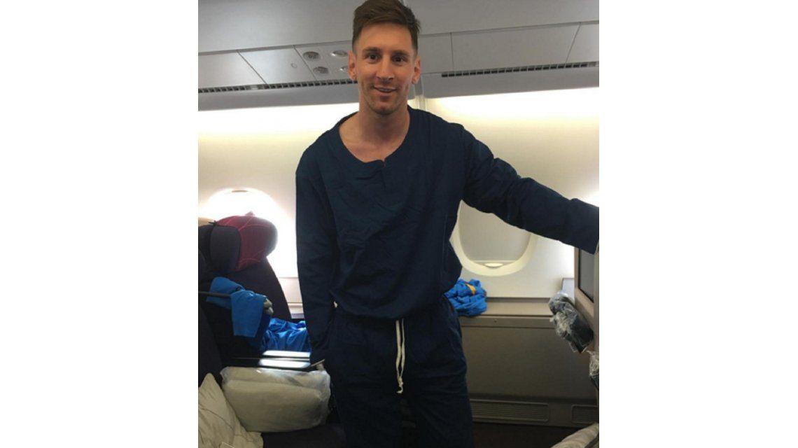 Barcelona ya está camino a Japón y Messi viajó ¡en pijama!