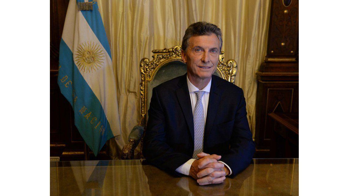 Macri ya tiene su primera foto en el sillón presidencial