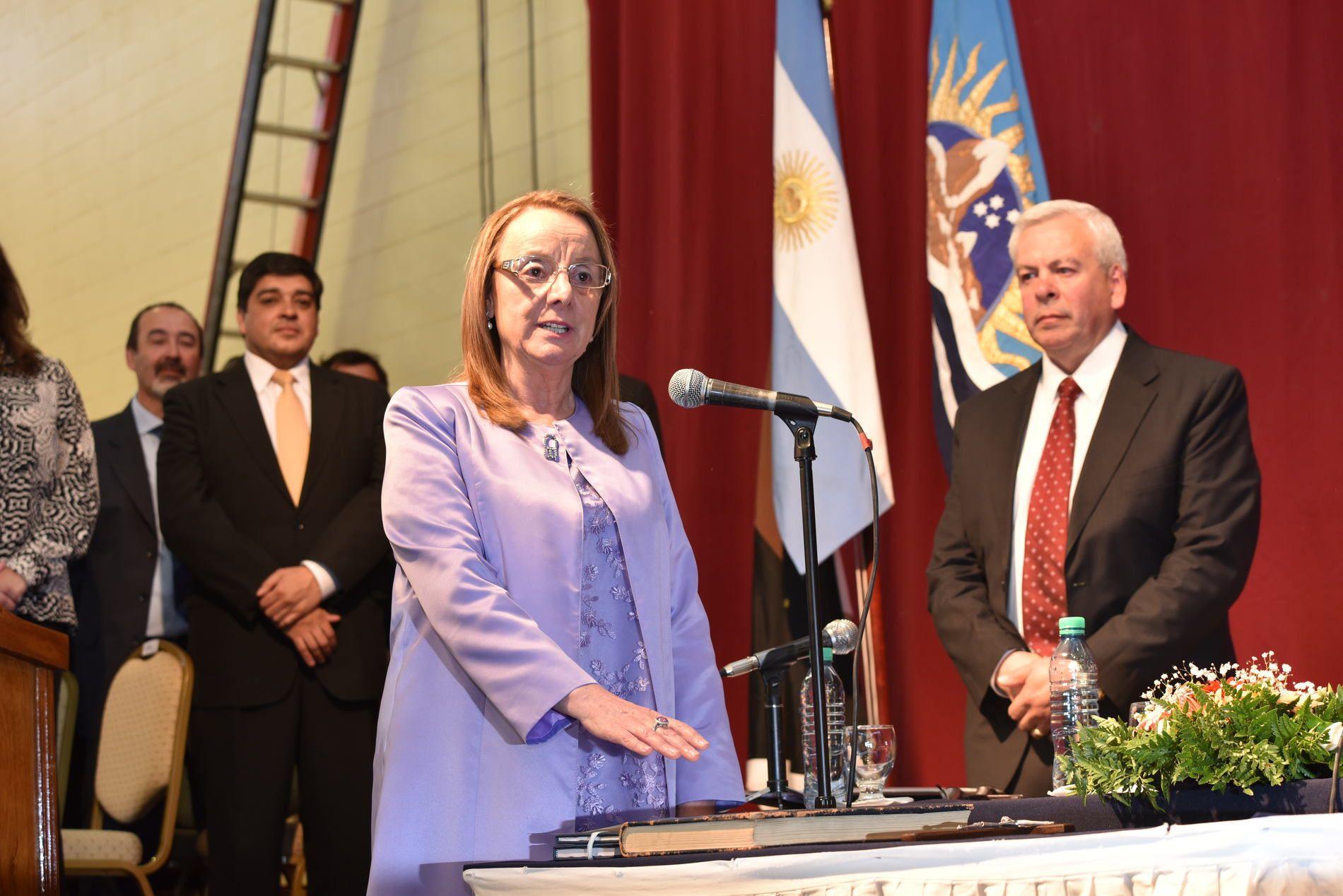 Santa Cruz: con la presencia de Cristina, Alicia Kirchner juró como gobernadora