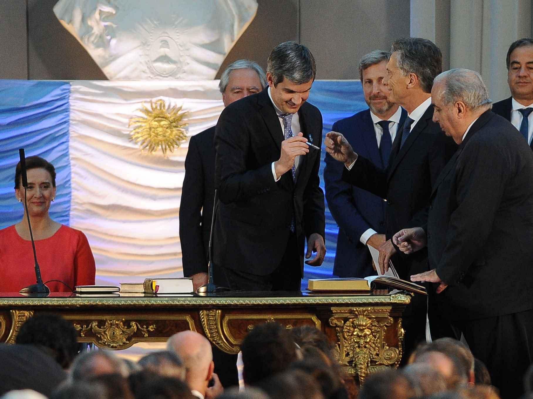 Macri les tomó juramento a sus ministros
