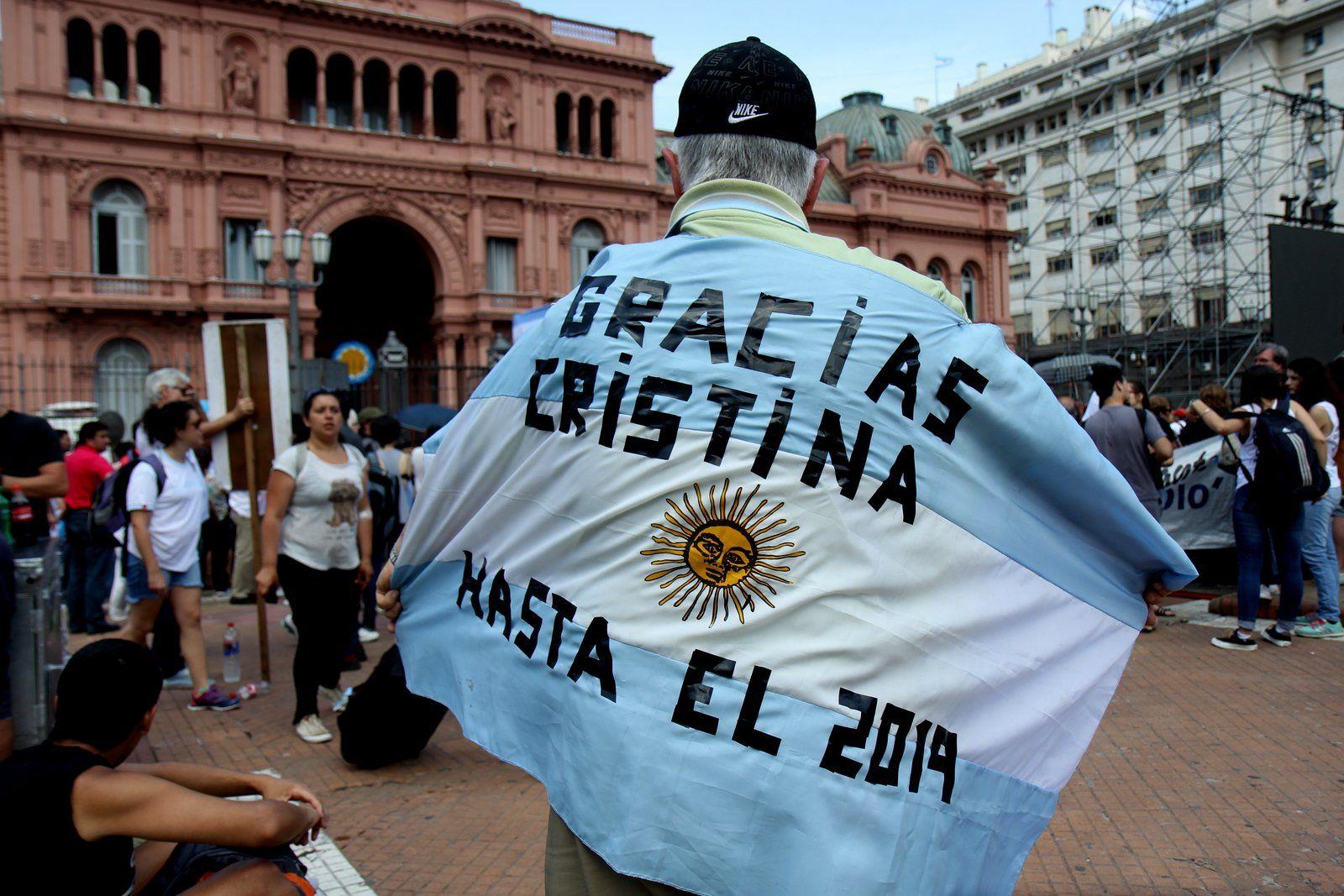 Cristina ante una multitud: En mi vida pensé que iba a ver un presidente cautelar durante 12 horas en mi país