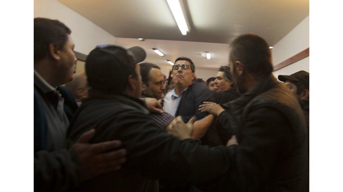 Bariloche aprobó la emergencia económica en medio de la tensión y las piñas