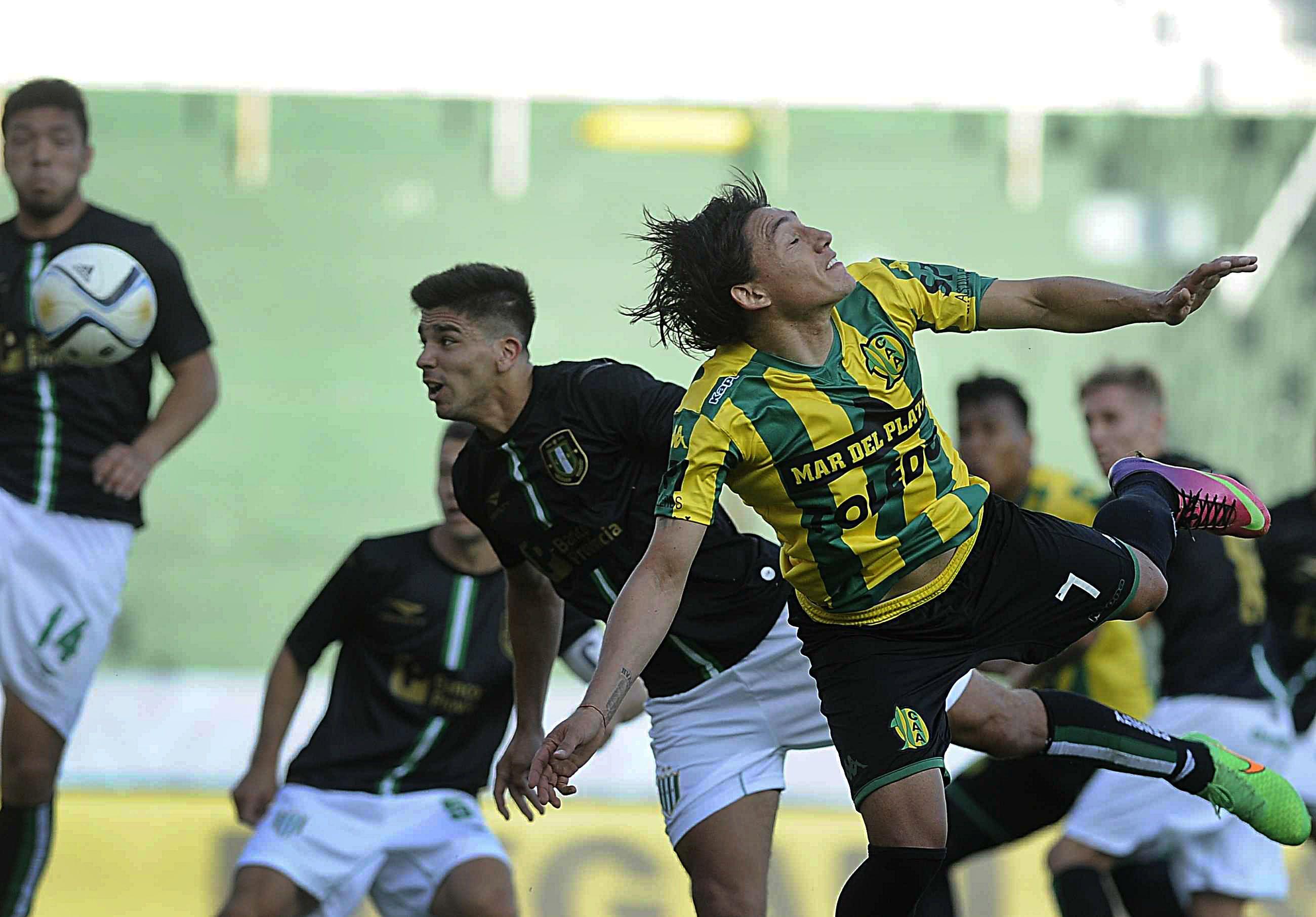 Banfield le empató a Aldosivi con un gol agónico y se metió en la Copa