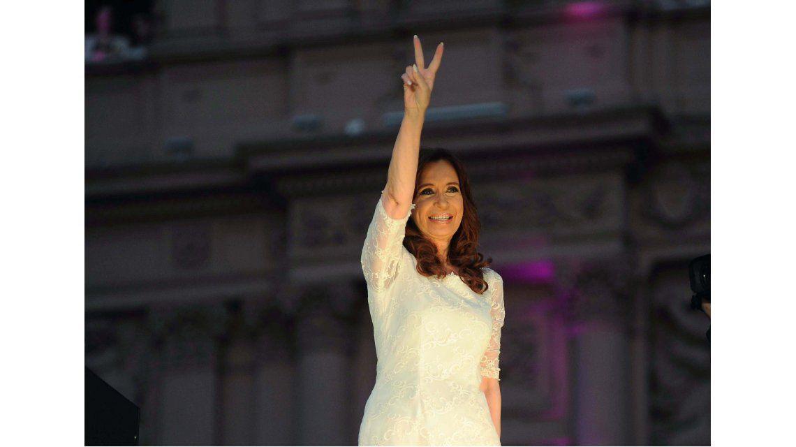 Cristina apuntó vía Twitter contra Prat Gay por querer acordar con los buitres