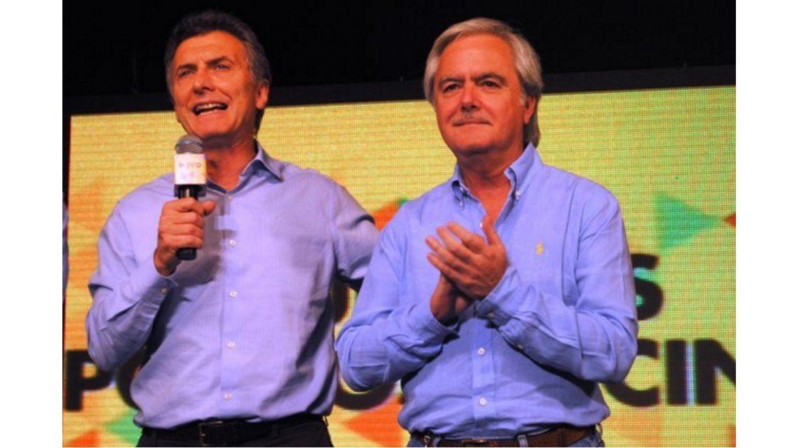 Asume Macri: jura en el Congreso y Pinedo le entrega el bastón y la banda en la Rosada