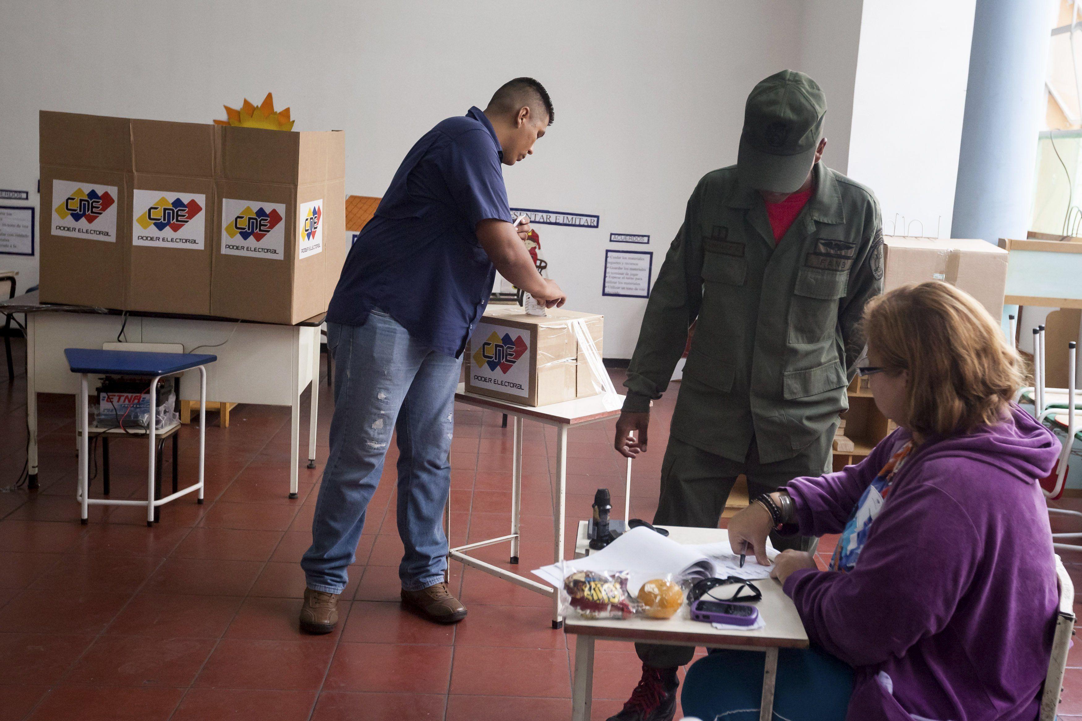 Expectativa en Venezuela a la espera de los primeros resultados oficiales
