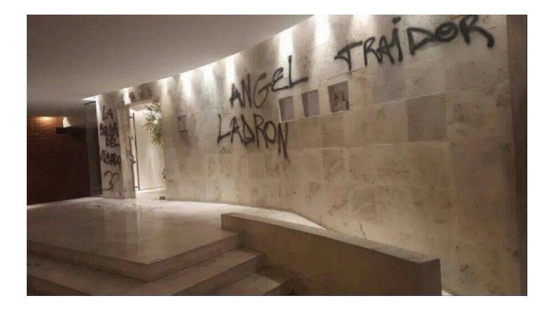 Pintadas amenazantes en la casa del Presidente de Excursionistas