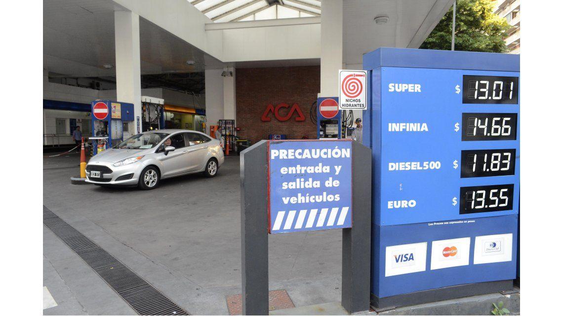 Combustibles: devolverán el 5% del IVA en las compras con tarjeta de débito