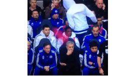 Minuto de furia: Diego Costa se enojó con Mourinho y le tiró una pechera