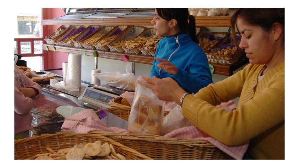 Otro golpe al bolsillo: el kilo de pan se fue a $40 en la Provincia