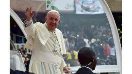El papa visita una mezquita en un barrio musulmán de la capital centroafricana