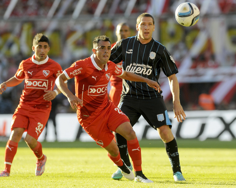 Racing se quedó con clásico de Avellaneda y tiene un pie en la Libertadores