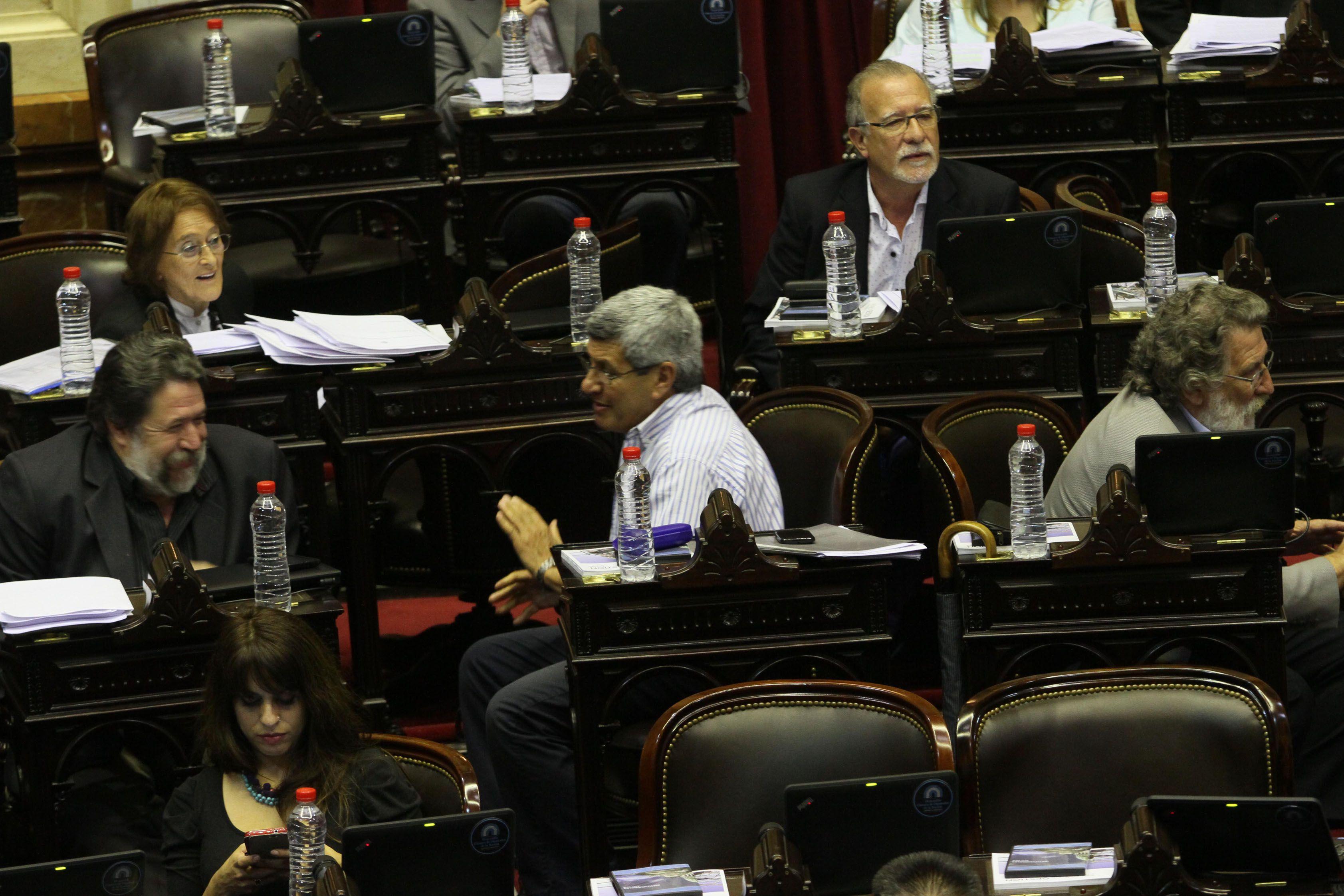 Lozano denunció que la oposición ayer quiso convencernos de no bajar al recinto