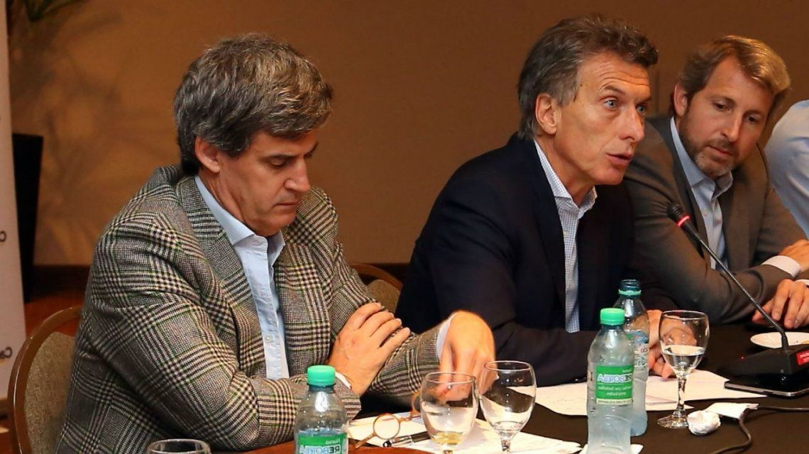 El gabinete económico de Macri sale a la caza de financiamiento para eliminar el  cepo cambiario