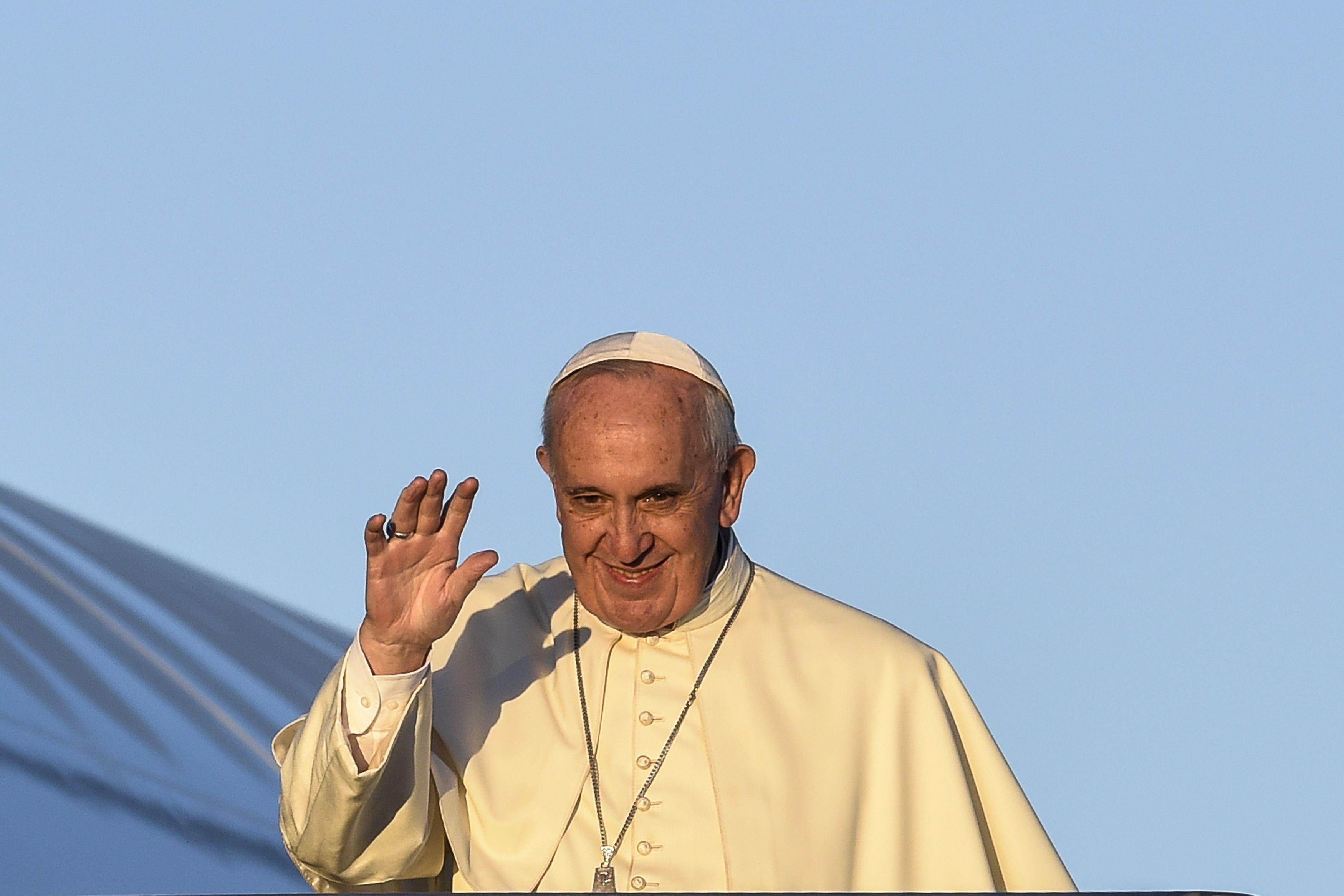 El Papa emprendió su viaje a África en una histórica gira