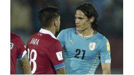 Cavani contó qué le dijo Jara en el partido entre Uruguay y Chile