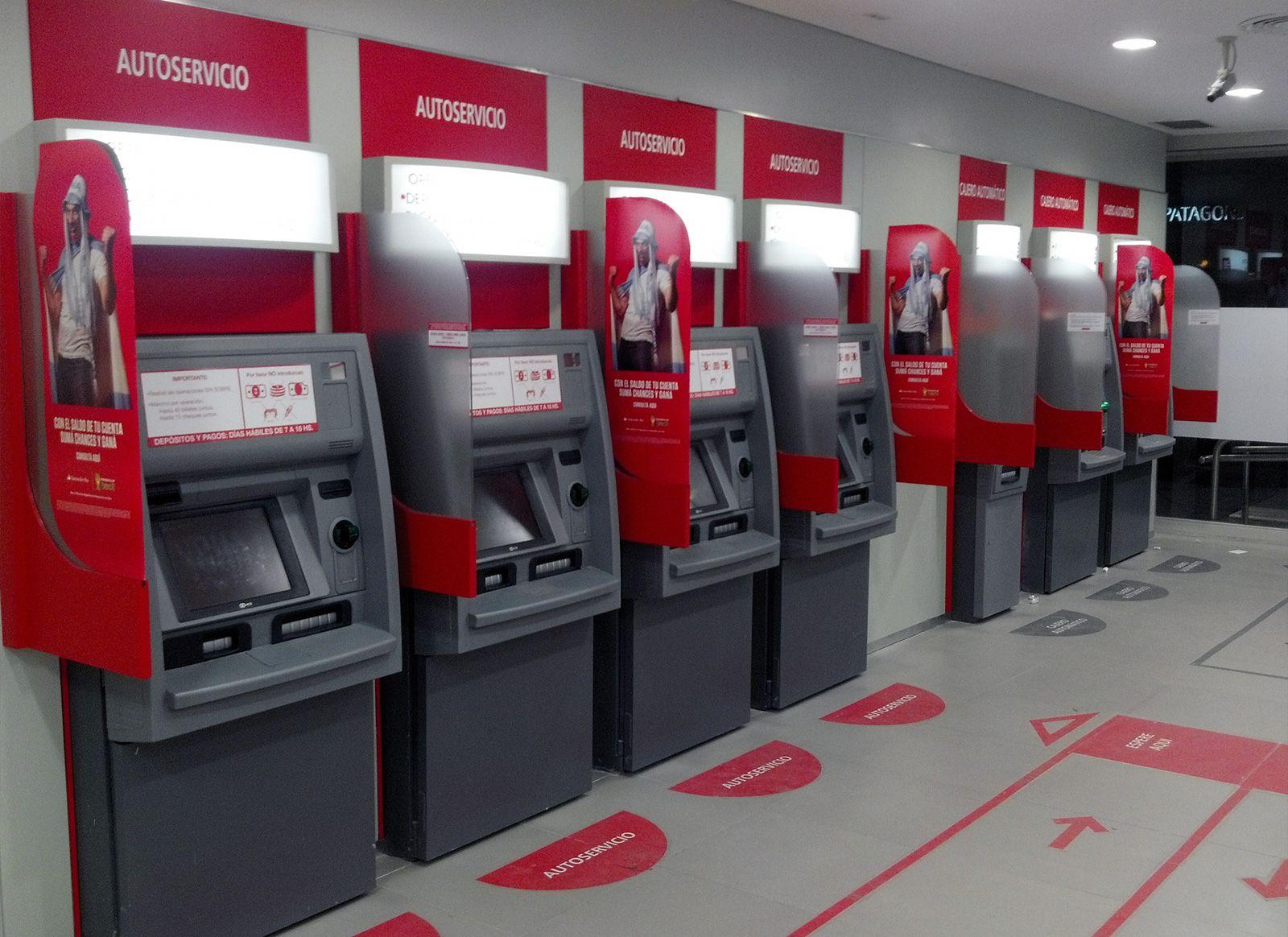 Rompieron La Puerta De Un Banco Con Una Maza Y Robaron 200