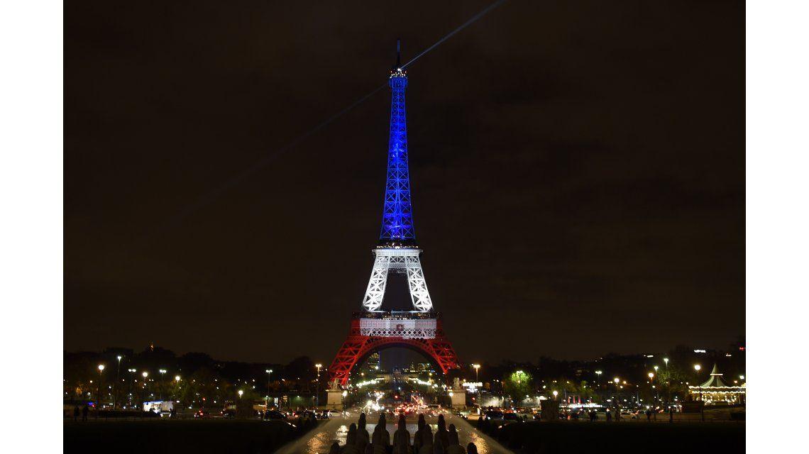 Francia decidió prolongar el estado de emergencia por tres meses más