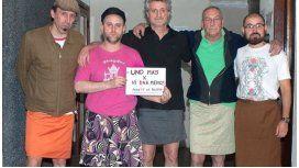 Campaña: los hombres se ponen polleras para luchar contra los femicidios
